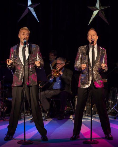 Brent D Kuenning and Steve Geyer perform their Motown Medley #workinmywaybacktoyoubabe